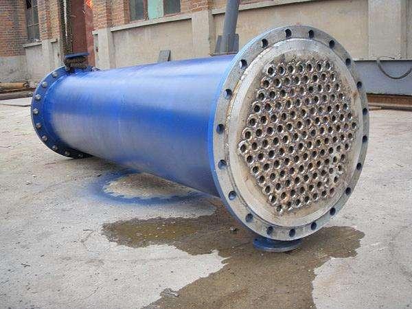 列管冷凝器的管外装置